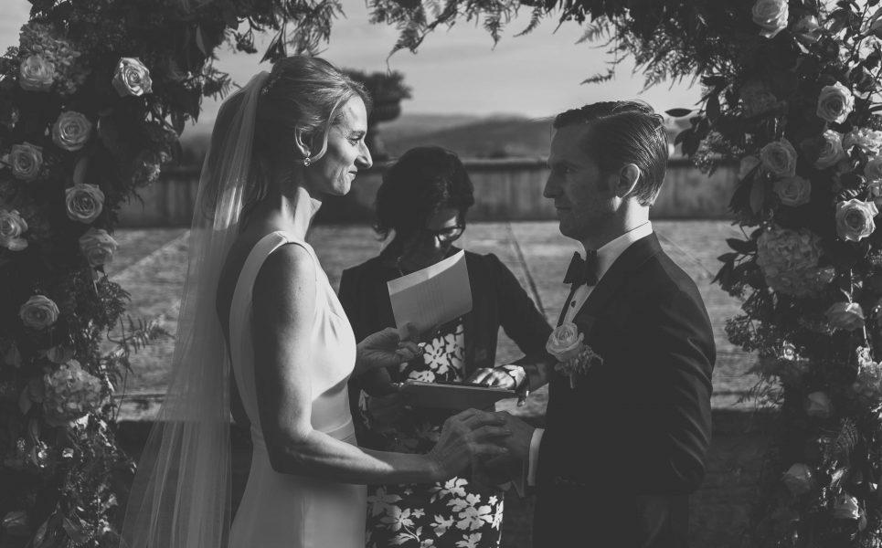 symbolic-wedding-ceremony-in-tuscany